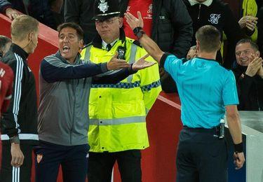 Un partido de sanción a Eduardo Berizzo por su expulsión en Liverpool