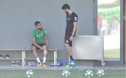 Boudebouz sintió molestias en su rodilla ante el Depor y ante el Madrid.