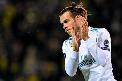 Bale sufre un calambre en la pierna derecha