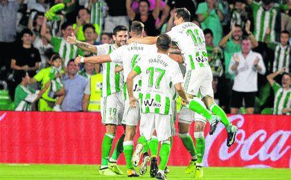 El Betis en casa, al ritmo del Barcelona y el Atlético