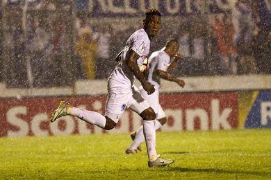 2-1. Goles de los hondureños Elis y Quioto ponen de nuevo al Dynamo en playoffs
