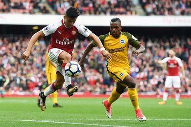 Monreal y Alexis desencallan al Arsenal