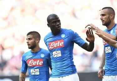 El Nápoles golea 3-0 al Cagliari y sigue con pleno de puntos tras 7 jornadas
