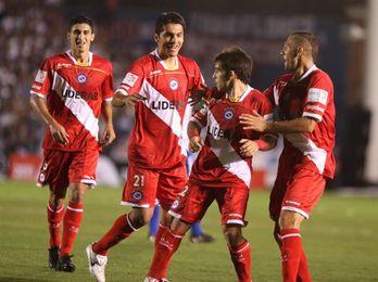 Racing sufrió un nuevo traspié en la Superliga argentina ante Argentinos Juniors