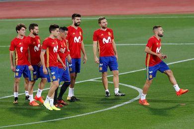 España busca huir del ruido y sellar el pase virtual al Mundial