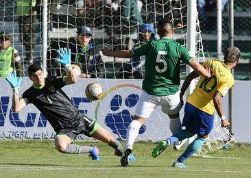 0-0. El gigante Lampe salva a Bolivia de los ataques de Neymar
