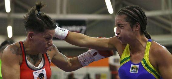 La grancanaria Davinia Pérez, campeona mundial silver supergallo ante Guanini