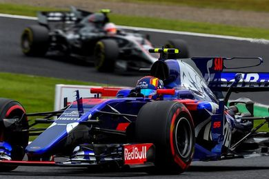 Carlos Sainz abandona en la primera vuelta