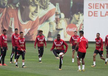 Los peruanos destacan su fortaleza como equipo y el compromiso de ir al Mundial