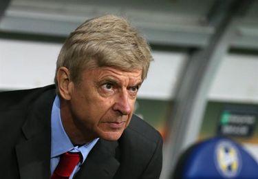 Wenger no descarta la venta de Alexis y Özil en enero