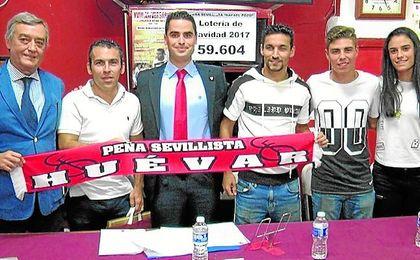 Navas visitó la Peña Sevillista Rafael Pozo de Huévar junto a Castedo, Alejandro Pozo y Marta Carrasco.
