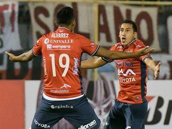 El Wilstermann y el Bolívar pelean por el liderato del torneo boliviano