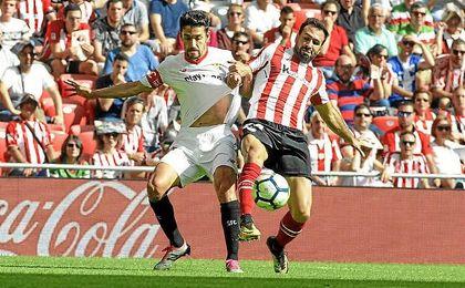 Jesús Navas, en un lance del partido con Balenziaga.
