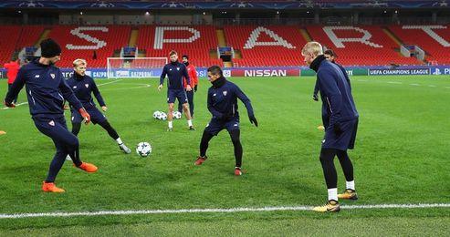 El Sevilla recupera al danés Kjaer y el Spartak sale con defensa de cuatro