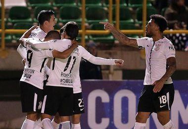Corinthians conserva su colchón de puntos tras empatar en casa con el Gremio