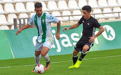 Imagen del partido entre el Córdoba B y el Betis Deportivo.