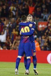 Un solitario gol de Deulofeu da ventaja al Barcelona tras el primer tiempo