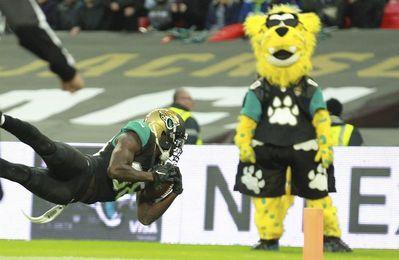 0-27. Bortles lanza para 330 yardas y afianza a los Jaguars en el liderato