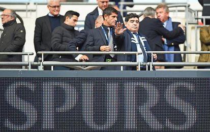 Maradona presencia en Wembley el partido entre Tottenham y Liverpool