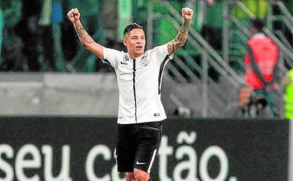 Guilherme Arana, lateral izquierdo brasileño pretendido por el Sevilla Fútbol Club.
