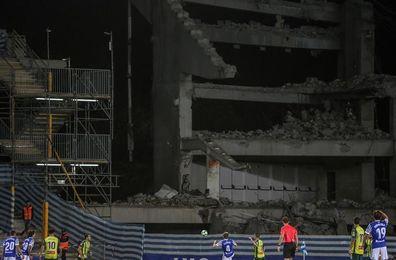 La demolición del fondo sur deja imágenes inéditas del estadio de Anoeta