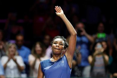 Venus Williams vence a Jelena Ostapenko en tres sets