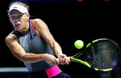 Wozniacki desarbola a Halep y ya está en semifinales