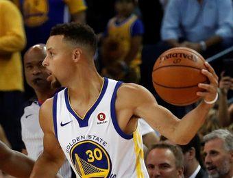 117-112. Curry anota triple clave y Warriors consigue la victoria