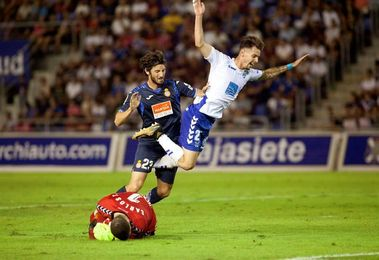 0-0. El Tenerife azuza a un impávido Espanyol pero se tropieza con su portero
