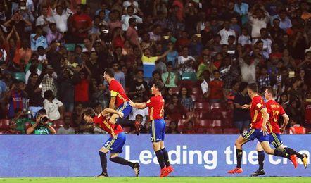 Inglaterra y España buscan en la India la corona que les falta