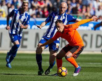 Un necesitado Alavés pone a prueba la imbatibilidad del Valencia