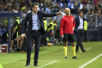 Unzué y la plantilla analizan la derrota ante el Málaga antes del entrenamiento
