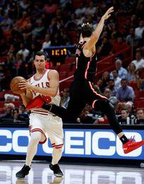 97-91. Dragic y los Heat mantienen a los Bulls sin triunfo como visitantes