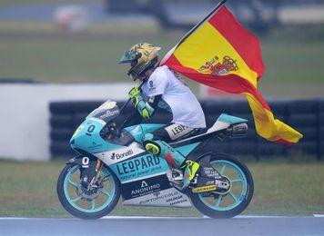 Palma se vuelca en un homenaje de cuatro horas al campeón del mundo Joan Mir