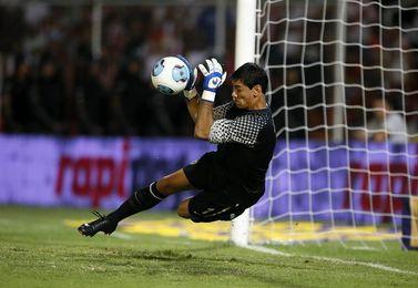 El argentino Ustari estará fuera seis meses por lesión en rodilla izquierda