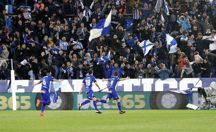 1-0. Santos rubrica la primera victoria del Alavés en su feudov