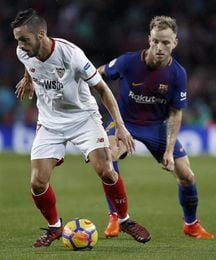 Un gol del Alcácer da ventaja al Barcelona tras el primer tiempo