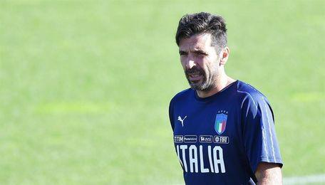 """Buffon dice que Italia no debe fijarse en la """"presión externa"""" por la repesca"""