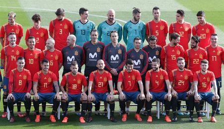 Los internacionales se hacen la foto oficial con la camiseta de la polémica