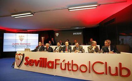 Imagen de la Junta General de Accionistas del Sevilla de 2016.