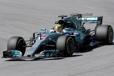 Los Mercedes de Hamilton y Bottas lideran los segundos libres en Brasil