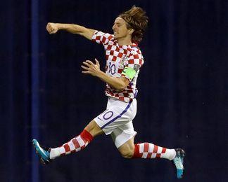 Modric y Rakitic advierten contra la euforia tras la victoria ante Grecia