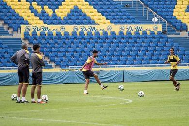La plantilla de la UD Las Palmas examina su velocidad en la sesión matinal