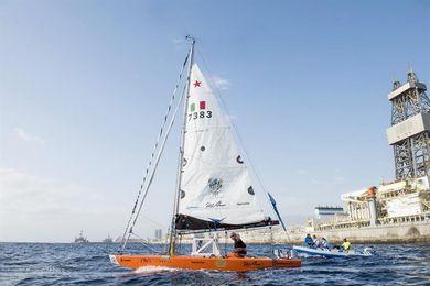 El navegante italiano Darío Noseda parte desde Tenerife rumbo a Barbados