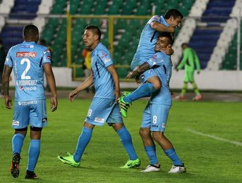 El Bolívar del español San José vence con lo mínimo y retoma el liderato de fútbol en Bolivia
