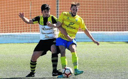 El Tomares goleó a un Villafranco con muchas bajas.