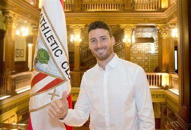 Aritz Aduriz renueva su contrato con el Athletic hasta 2019