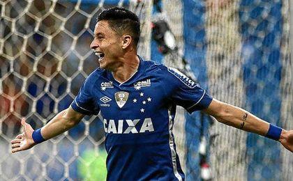 Diogo Barbosa, lateral de Cruzeiro.