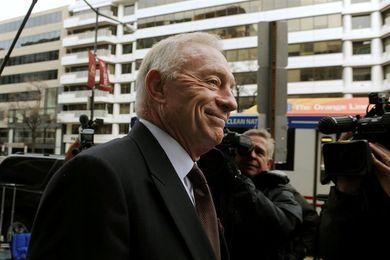 """Jerry Jones es acusado por la NFL de """"conducta perjudicial"""" para la liga"""
