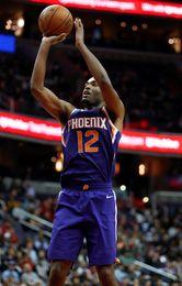 113-105. Warren encabeza ataque de Suns y decide duelo de equipos perdedores
